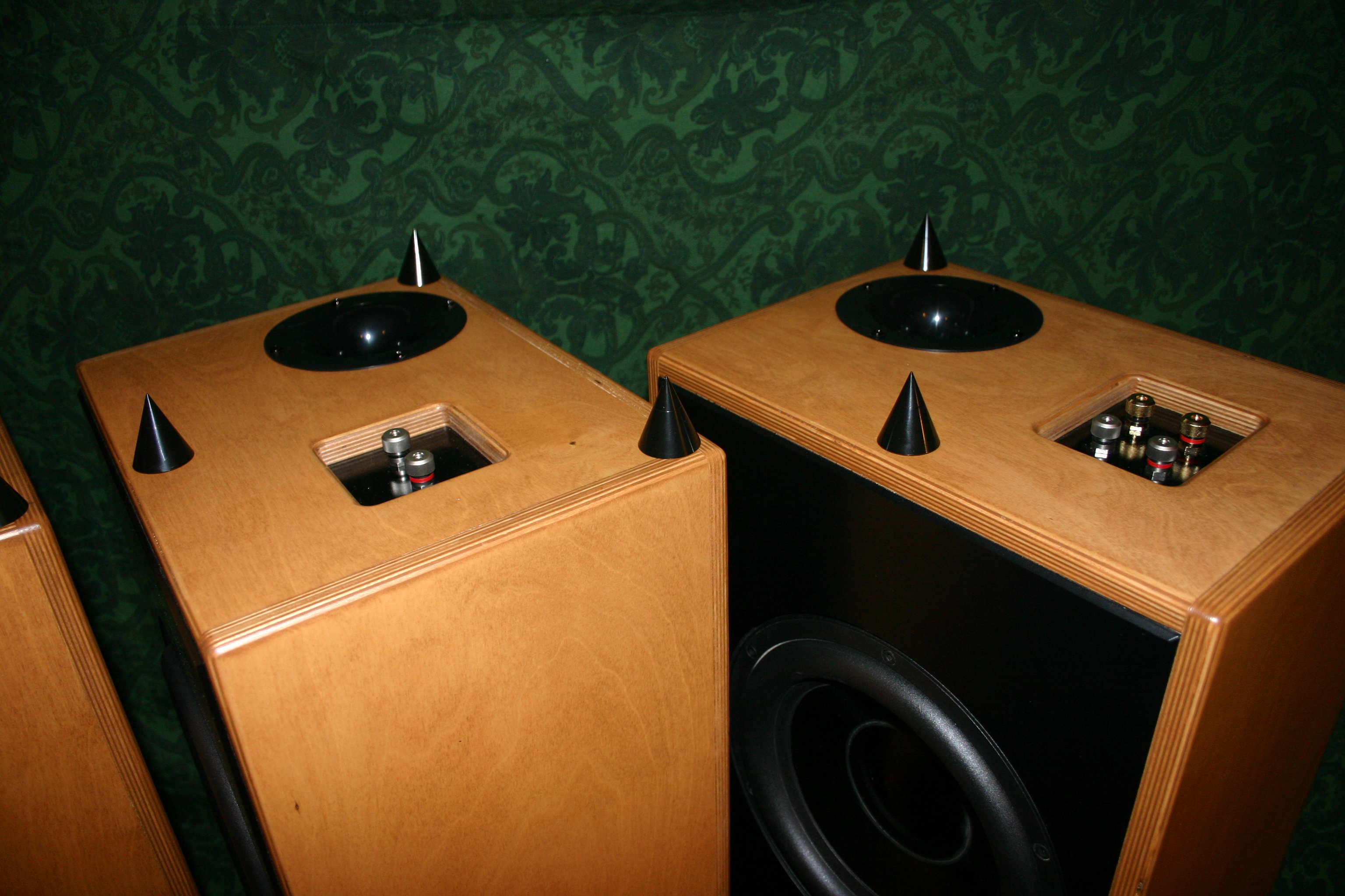 Debra Distributed Eq Bass Reflex Array 5 Pieces James Romeyn Subwoofers Will Consistent Power To Both Maximizing Your Underside